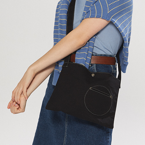 circle point pocket bag (black)