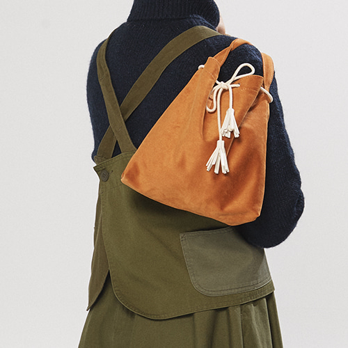 suede cozy bucket bag (camel)